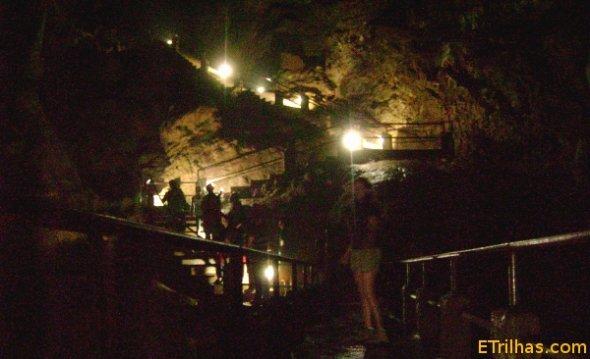 escadarias-da-caverna-do-diabo-eldorado
