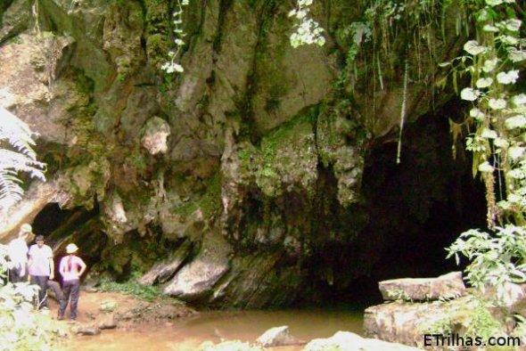 entrada-caverna-agua-suja-petar-nucleo-santana