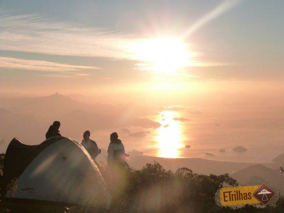 Campistas no topo da Pedra da Macela