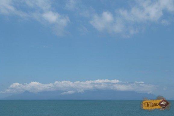 embarcacao-no-horizonte-ubatuba-sao-paulo