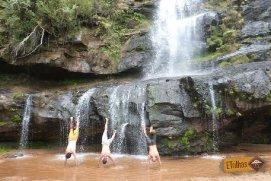 Brincando na cachoeira Erva Doce - Senges -PR -  Vale do Itararé