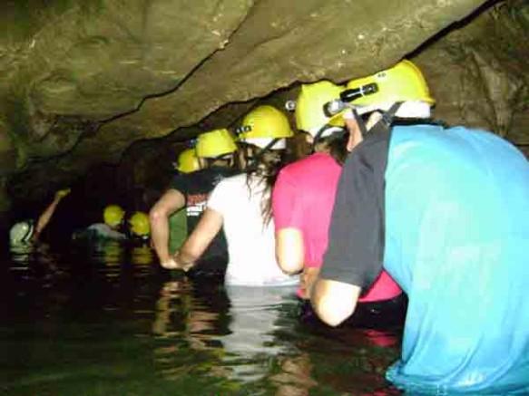 percurso-dentro-dagua-na-caverna-alambari-de-baixo